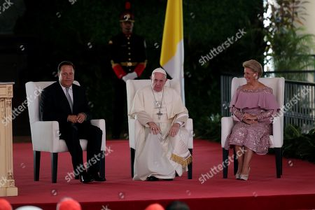 Pope Francis (C) participates in an official event accompanied by Panama's President Juan Carlos Varela (L) and First Lady Lorena Castillo Garcia (R) at the Bolivar Palace, headquarter of the Foreign Ministry, in Panama City, Panama, on 24 January 2019. The pontiff is in Panama on the occasion of the World Youth Day (WYD).
