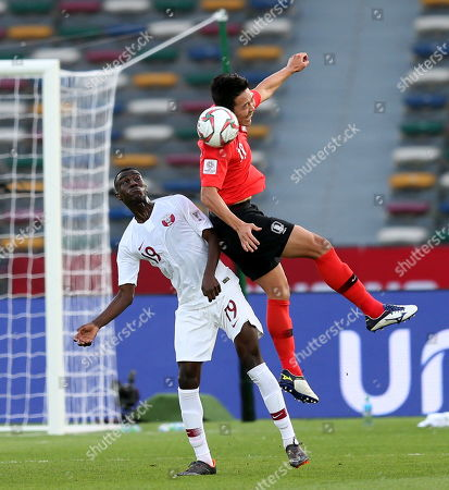 Kim Young-gwon (R) of South Korea in action against Almoez Ali of Qatar during the 2019 AFC Asian Cup quarter final match between South Korea and Qatar in Abu Dhabi, United Arab Emirates, 25 January 2019.