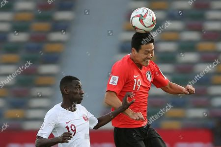 South Korea's defender Kim Young-Gwon, right, heads the ball past Qatar's forward Almoez Ali during the AFC Asian Cup quarterfinal soccer match between Korea Republic and Qatar at the Zayed Sport City Stadium in Abu Dhabi, United Arab Emirates