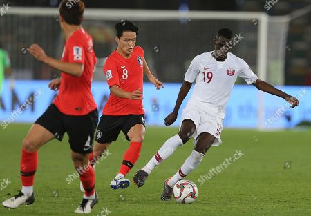 Qatar's forward Almoez Ali, right, challenges for the ball with South Korea's midfielder Ju Se-Jong, center, during the AFC Asian Cup quarterfinal soccer match between Korea Republic and Qatar at the Zayed Sport City Stadium in Abu Dhabi, United Arab Emirates