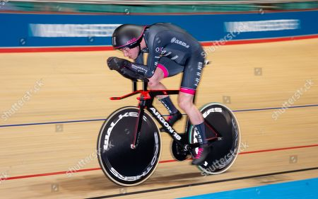 Jonathan Wale competes in the Men's 4km individual pursuit first round.