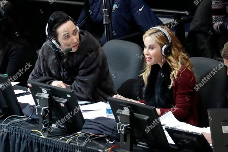 Announcers Johnny Weir and Tara Lipinski talk during the women's free skate program at the U.S. Figure Skating Championships, in Detroit