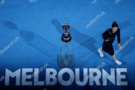 Retired tennis champion Li Na of China presents the Daphne Akhurst Memorial Cup at a ceremony before the women's singles final match between Petra Kvitova of Czech Republic and Naomi Osaka of Japan at the Australian Open Grand Slam tennis tournament in Melbourne, Australia, 26 January 2019.