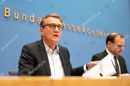 Chairman of the Coal Commission Stanislaw Tillich (L) presents the final report of the Coal Commission 'Growth, structural change and employment' during a press conference in Berlin, Germany, 26 January 2019. A government-appointed Coal Commission has agreed that Germany should phase out all coal-fired power plants by the end of 2038.