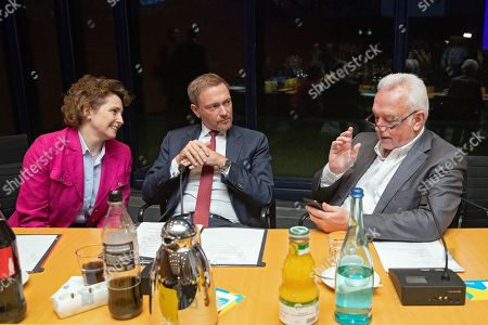 (L-R) Secretary General of the Free Democatic Party (FDP) Nicola Beer, chairman Christian Lindner, and Vice chairman Wolfgang Kubicki talk prior to a board meeting in Berlin, Germany, 26 January 2019. The Liberals will hold a party convention in Berlin on 27 January, where Beer is expected be elected as he FDP's top candidated for the European elections which will be held from 23 to 26 May.