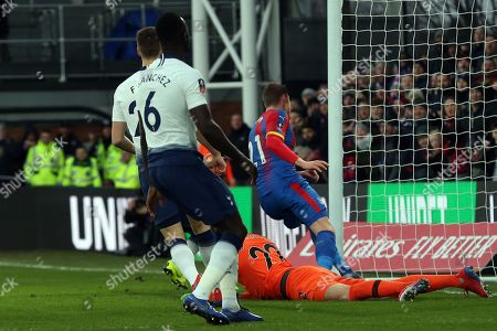 Connor Wickham of Crystal Palace scores the first goal during Crystal Palace vs Tottenham Hotspur, Emirates FA Cup Football at Selhurst Park on 27th January 2019