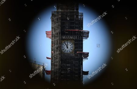 'Big Ben' of the British Parliament building photographed through a binocular stands at five minutes to noon in London, Britain, 28 January 2019. On 29 January British Parliament will vote on British Prime Minister Theresa May's Plan B for Brexit and discuss the next steps proposed by May and alternative plans by MEPs, including plans to delay Britain's exit on 29 March 2019 by requesting an extension of the two-year negotiation period for Article 50.