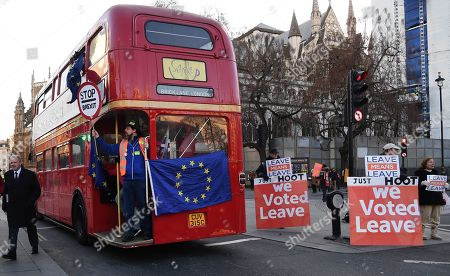 A pro EU campaign bus drives past Vote Leave supporters outside parliament in London, Britain, 28 January 2019. The House of Commons is set to vote on British Prime Minister Theresa May's Plan B for Brexit to parliament on 29 January.