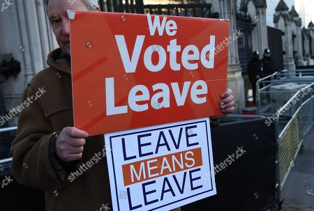 A Vote Leave supporter outside parliament in London, Britain, 28 January 2019. The House of Commons is set to vote on British Prime Minister Theresa May's Plan B for Brexit to parliament on 29 January.