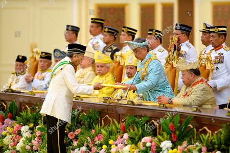 Stock Image of Malaysia's new King Sultan Abdullah Sultan Ahmad Shah, second from right, receives his oath from Prime Minister Mahathir Mohamad next to former king, Tuanku Syed Sirajuddin of Perlis, right and Sultan Mizan Zainal Abidin of Terengganu, left, during his coronation at National Palace in Kuala Lumpur, Malaysia, . Sultan Abdullah of central Pahang state was crowned Thursday as Malaysia's 16th king under a unique rotating monarchy system, nearly a month after the sudden abdication of Sultan Muhammad V