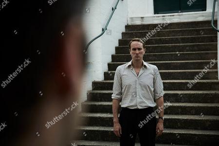 Oliver Chris as Elliot Winqvist.
