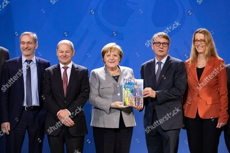 (L-R) Mathias Platzeck, Minister of Finance Olaf Scholz, German Chancellor Angela Merkel, Ronald Pofalla and Stanislaw Tillich, during the handover of the final report of the Coal Commission 'Growth, structural change and employment' to the Federal Government, at the Chancellery in Berlin, Germany, 31 January 2019.