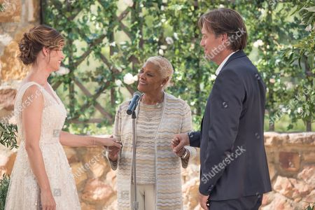 Sam Sorbo as Katy Harkens, Dionne Warwick and Kevin Sorbo as Dr. Sol Harkens