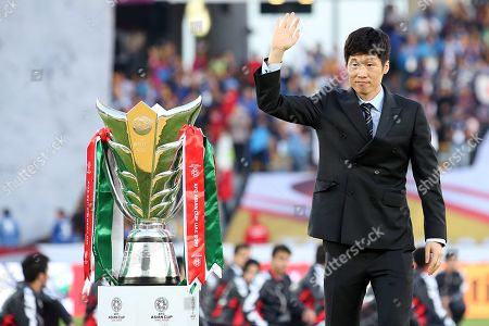 South Korean soccer player Park-Ji sung presents the trophy prior the 2019 AFC Asian Cup final match between Japan and Qatar in Abu Dhabi, United Arab Emirates, 01 February 2019.