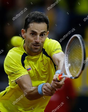 Santiago Giraldo, Elias Ymer. Colombia's Santiago Giraldo returns the ball against Sweden's Elias Ymer during during the first match of the Davis Cup qualification final round between Colombia and Sweden, in Bogota, Colombia