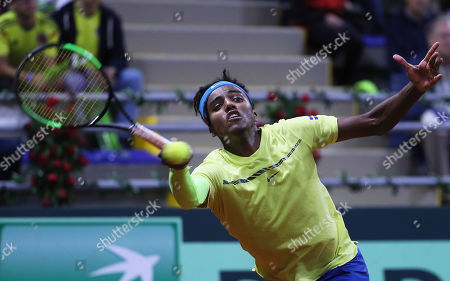 Elias Ymer of Sweden in action against Santiago Giraldo of Colombia during the Davis Cup qualifier between Colombia and Sweeden in Bogota, Colombia, 01 February 2019.