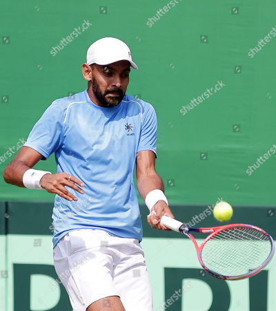 India's Divij Sharan in action during his doubles match with Rohan Bopanna against Matteo Berrettini and Simone Bolelli of Italy at the Davis Cup qualifiers round tie between India and Italy in Kolkata, eastern India, 02 February 2019.
