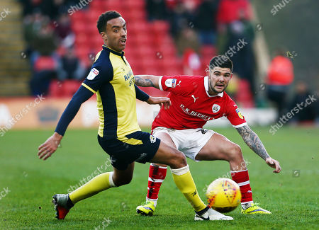 Alex Mowatt of Barnsley and James Perch of Scunthorpe United
