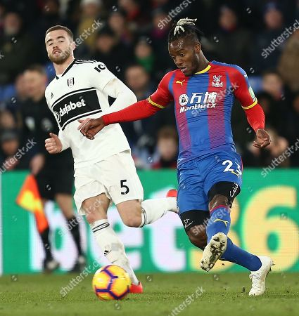 Michy Batshuayi of Crystal Palace and  Calum Chambers of Fulham