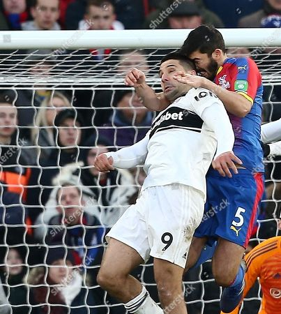 Aleksandar Mitrovic of Fulham clashes heads with  James Tomkins of Crystal Palace