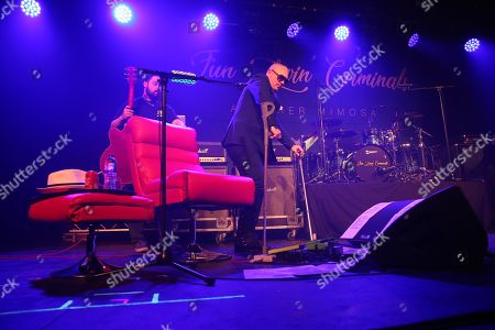 Fun Lovin' Criminals - Huey Morgan walks on stage with the help of a pair of crutches