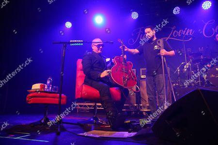 Fun Lovin' Criminals - Huey Morgan exchanges his pair of crutches for his guitar