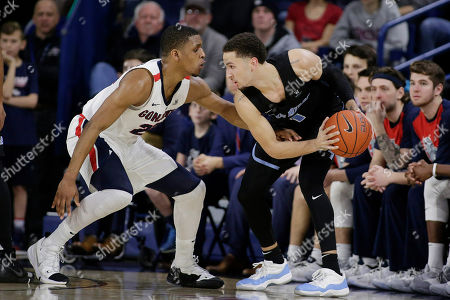 Gonzaga guard Zach Norvell Jr., left, defends San Diego guard Tyler Williams during the first half of an NCAA college basketball game in Spokane, Wash