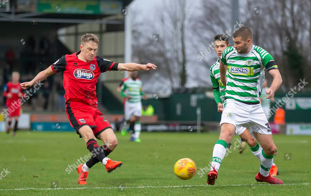 Luke Hendrie of Grimsby Town shoots past Gary Warren of Yeovil Town