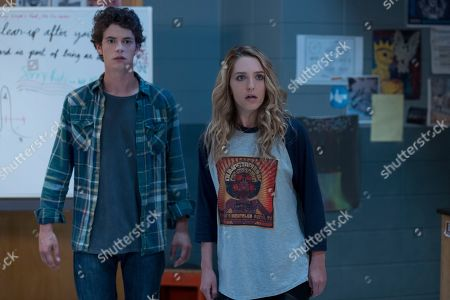 Israel Broussard as Carter Davis and Jessica Rothe as Tree Gelbman