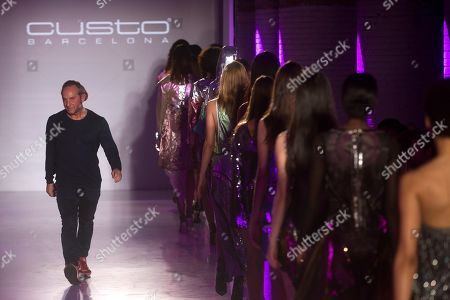 Spanish designer Custo Dalmau greets the audience after presenting his creations by Custo Barcelona during a fashion show at the 080 Barcelona Fashion event at Sant Pau center in Barcelona, northeastern Spain, 05 February 2019. The 080 fashion event runs from 04 to 07 February.
