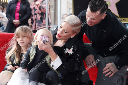 Stock Picture of Willow Sage Hart, Jameson Hart, Pink and Carey Hart