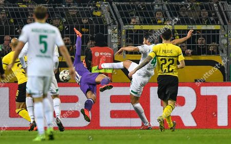 Bremen's Claudio Pizarro scores his side's second goal against Dortmund goalkeeper Eric Oelschlaegel in overtime during the German soccer cup, DFB Pokal, match between Borussia Dortmund and Werder Bremen in Dortmund, Germany