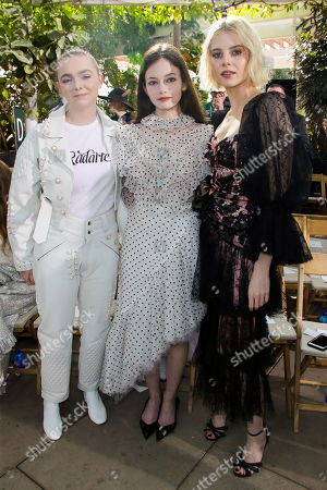 Elsie Fisher, Mackenzie Foy and Lucy Boynton in the front row