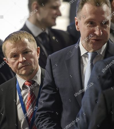 """President of the Opora Rossii public organization Alexander Kalinin (left) and head of the State Corporation """"Bank for Development and Foreign Economic Affairs (Vnesheconombank)"""" Igor Shuvalov (right) before the meeting"""