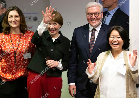 German President Frank-Walter Steinmeier (2-R), his wife Elke Buedenbender (2-L), Oksana Frei (L), advisor of Girl office Milena (Maedchenbuero Milena) and Maneesorn Koldehofe (R), overall coordinator, during a visit at the Girl office Milena in Frankfurt, Germany, 07 February 2019. President Steinmeier will visit and meet representatives of police authorities, police women and committed citizens for talks.