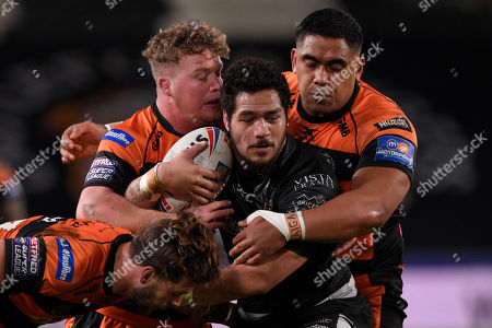 Adam Milner , Junior Moors and Alex Foster of Castleford Tigers  tackle Hull FC's Bureta Faraimo