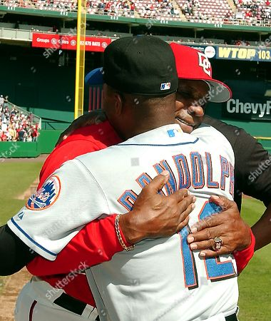 Washington Nationals manager Frank Robinson hugs New York Mets manager Willie Randolph prior to their game at RFK Stadium in Washington, D.C. on October 1, 2006. It will be Robinson's last game as Nationals' manager.
