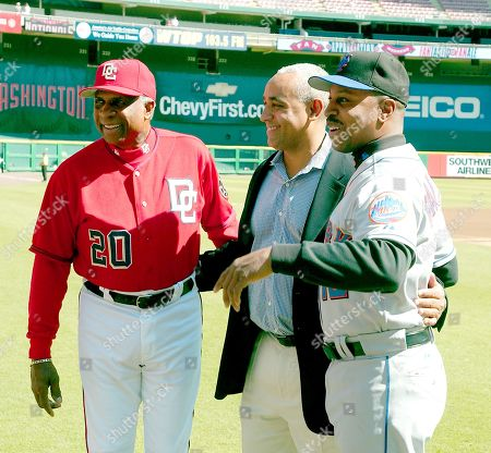Washington Nationals manager Frank Robinson poses with New York Mets General Manager Omar Minaya and manager Willie Randolph before the game at RFK Stadium in Washington, D.C. on October 1, 2006.