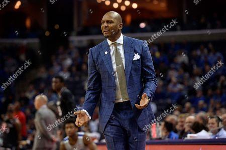 Memphis head coach Penny Hardaway reacts in the first half of an NCAA college basketball game against Cincinnati, in Memphis, Tenn