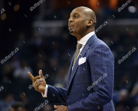 Memphis head coach Penny Hardaway calls to players in the first half of an NCAA college basketball game against Cincinnati, in Memphis, Tenn