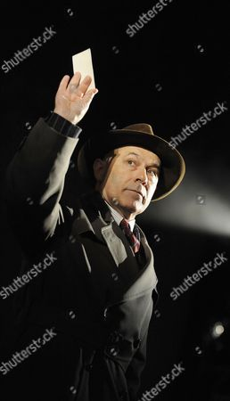 Nicholas Woodeson ( Inspector Goole )