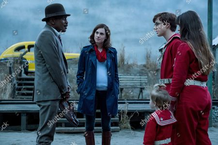 K. Todd Freeman as Arthur Poe, Allison Williams as Kit Snicket, Presley Smith as Sunny Baudelaire, Louis Hynes as Klaus Baudelaire and Malina Weissman as Violet Baudelaire