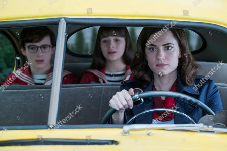Louis Hynes as Klaus Baudelaire, Malina Weissman as Violet Baudelaire and Allison Williams as Kit Snicket