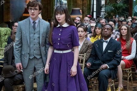 Louis Hynes as Klaus Baudelaire and Malina Weissman as Violet Baudelaire