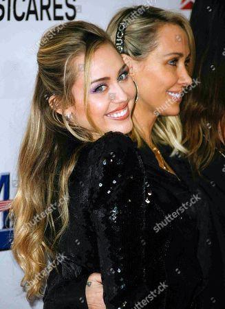 Miley Cyrus, Letitia Cyrus