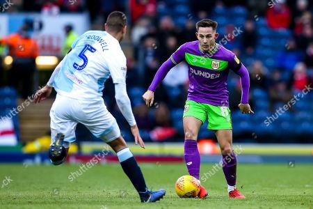 Josh Brownhill of Bristol City takes on Jack Rodwell of Blackburn Rovers
