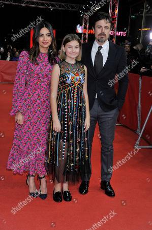 Floriana Lima, Casey Affleck and Anna Pniowski
