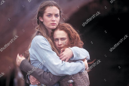 'Boudica' TV - 2003 - Emily Blunt as Isolda and Leanne Rowe as Siora.