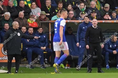 Ipswich Town Manager Paul Lambert shouts at Jonas Knudsen of Ipswich Town