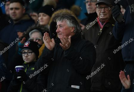 Fans join in a minute's applause in memory of Salford born actor Albert Finney